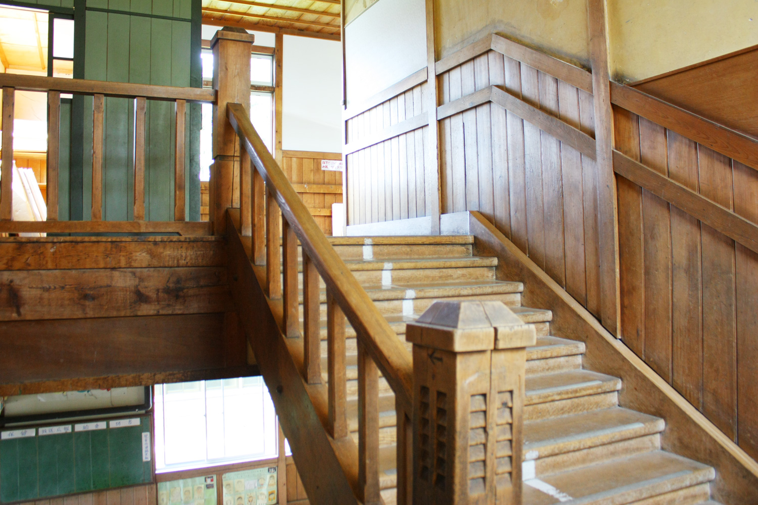 Leaving a Japanese cypress material of wooden school building of Mizumoto elementary school