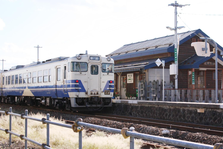 Train to stop in Tsurudomari Station
