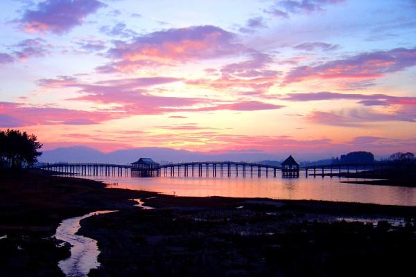 Tsugaru Fujimi Lake and Tsuru no Mai Bridge