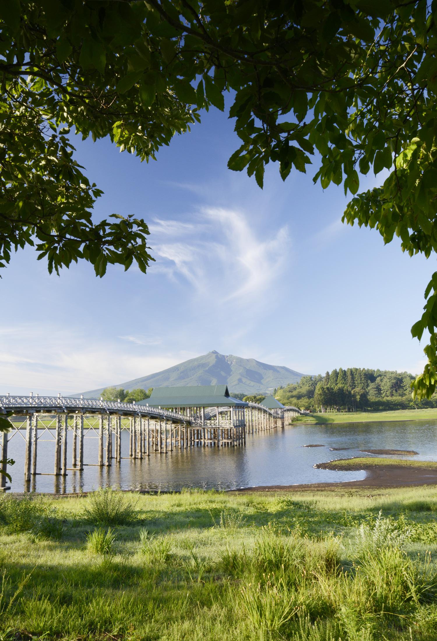 Arch bridge of wooden according to the Tsugaru Fujimi Lake